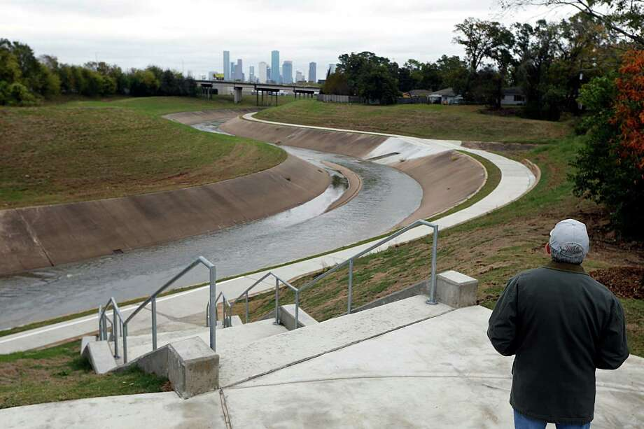 Houston Parks Board Managing Director of Capital Programs Chip Place looks out over the new White Oak Bayou Greenway trail on Dec. 8. Photo: James Nielsen, Staff / © 2016  Houston Chronicle