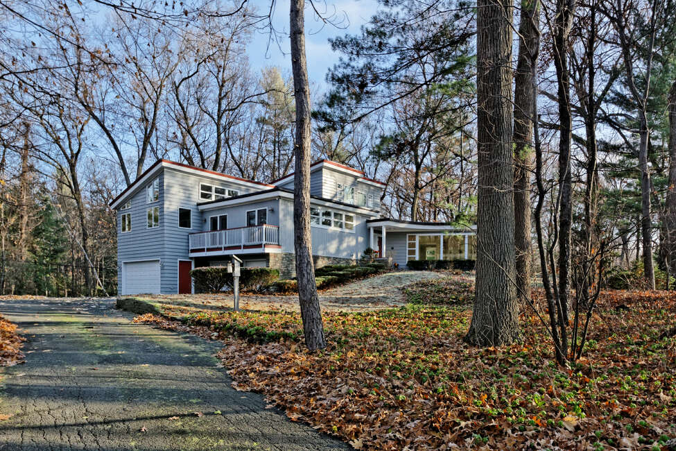 House of the Week: 7 Hills Rd., Colonie | Realtor: Peggy Evans of RealtyUSA | Discuss: Talk about this house