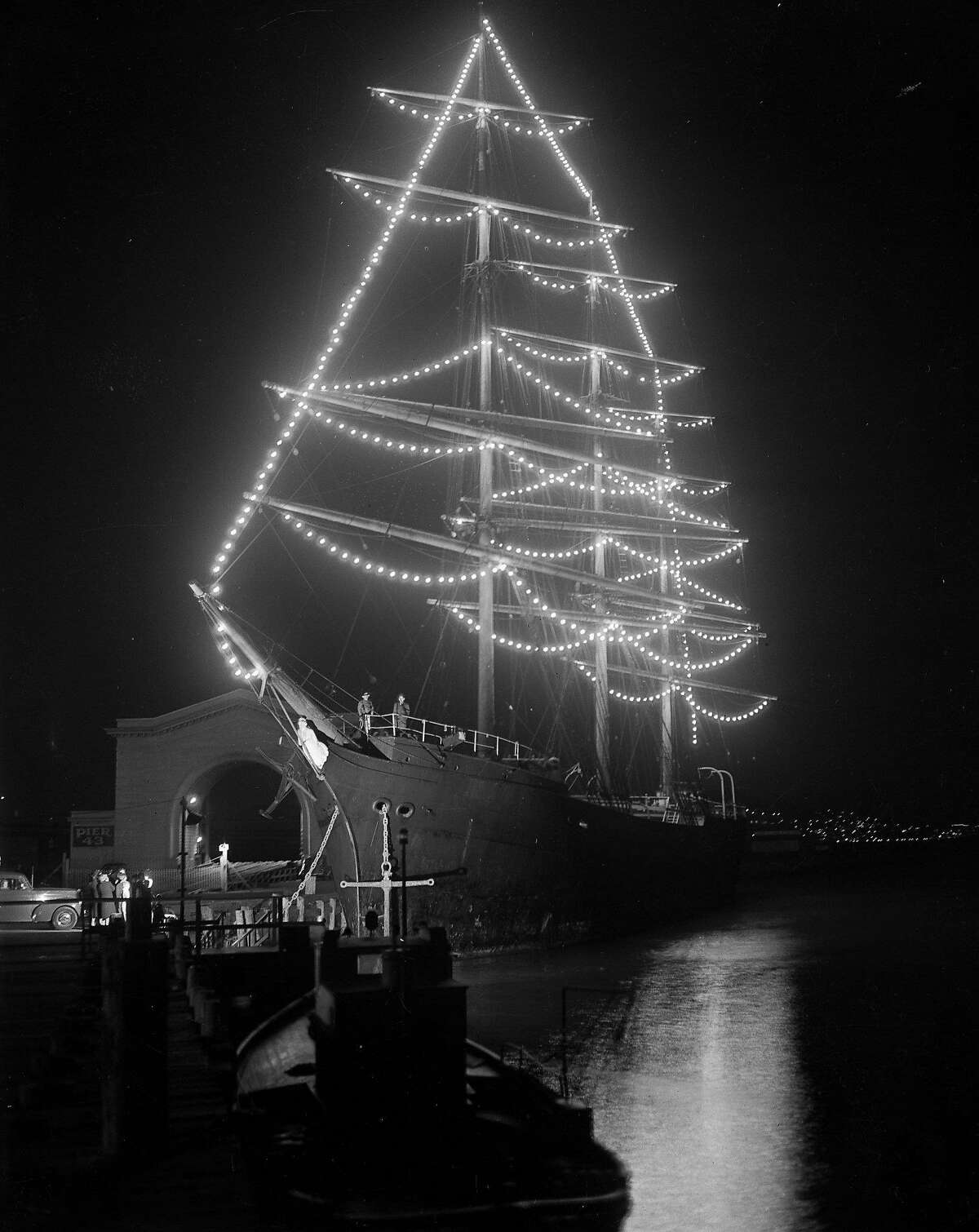Balclutha (Pacific Queen) with Christmas lights