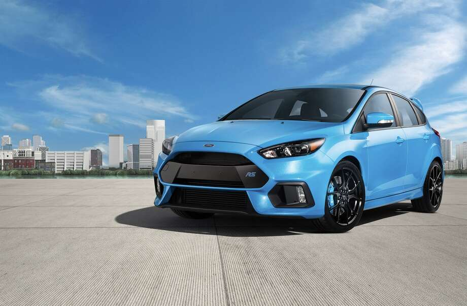 The all-new 2016 Focus RS's dynamic side profile is emphasized by sculptured rocker panels and bold wheel lips that house a choice of multi-spoke 19-inch RS alloy wheels, including the high-performance, lightweight forged design finished in low-gloss black that offers enhanced strength and impact resistance. Photo: Ford