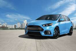 The all-new 2016 Focus RS's dynamic side profile is emphasized by sculptured rocker panels and bold wheel lips that house a choice of multi-spoke 19-inch RS alloy wheels, including the high-performance, lightweight forged design finished in low-gloss black that offers enhanced strength and impact resistance.
