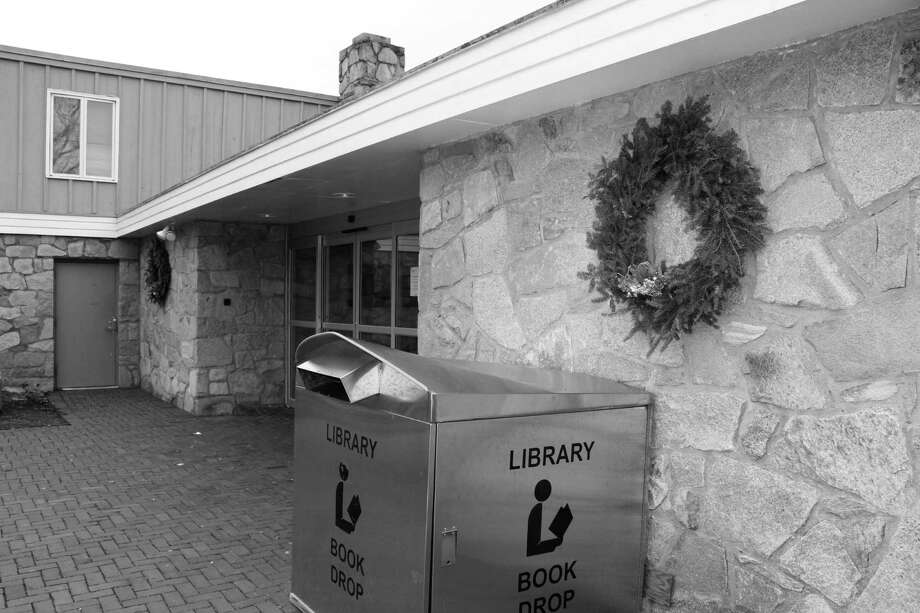 Wreaths outside the entrance to the New Canaan Library on Dec. 6, 2016 in New Canaan, Conn. Photo: Justin Papp / Hearst Connecticut Media / New Canaan News