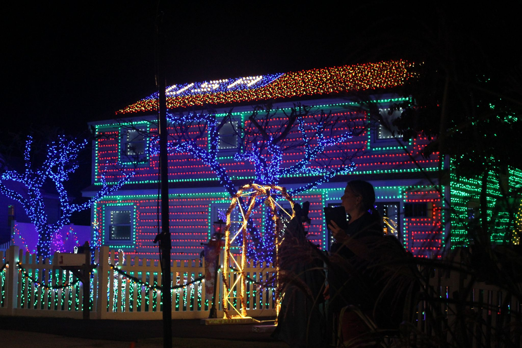 stamford home shines on abcs christmas light fight stamfordadvocate - Home Christmas Lights