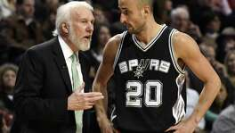 Spurs coach Gregg Popovich talks with guard Manu Ginobili during the second half against the Bulls in Chicago on Dec. 8, 2016. The Bulls won 95-91.