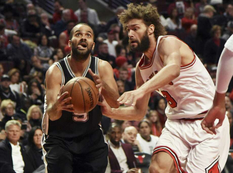San Antonio Spurs guard Tony Parker (9) is defended by Chicago Bulls center Robin Lopez (8) during the second half of an NBA basketball game in Chicago, Thursday, Dec. 8, 2016. The Bulls won 95-91. (AP Photo/David Banks) Photo: David Banks, FRE / Associated Press / ©