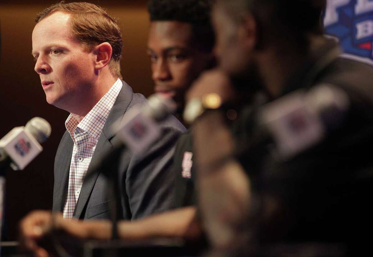 After two years as the offensive coordinator, Major Applewhite, left, receives a promotion to Houston's top coaching job Friday.