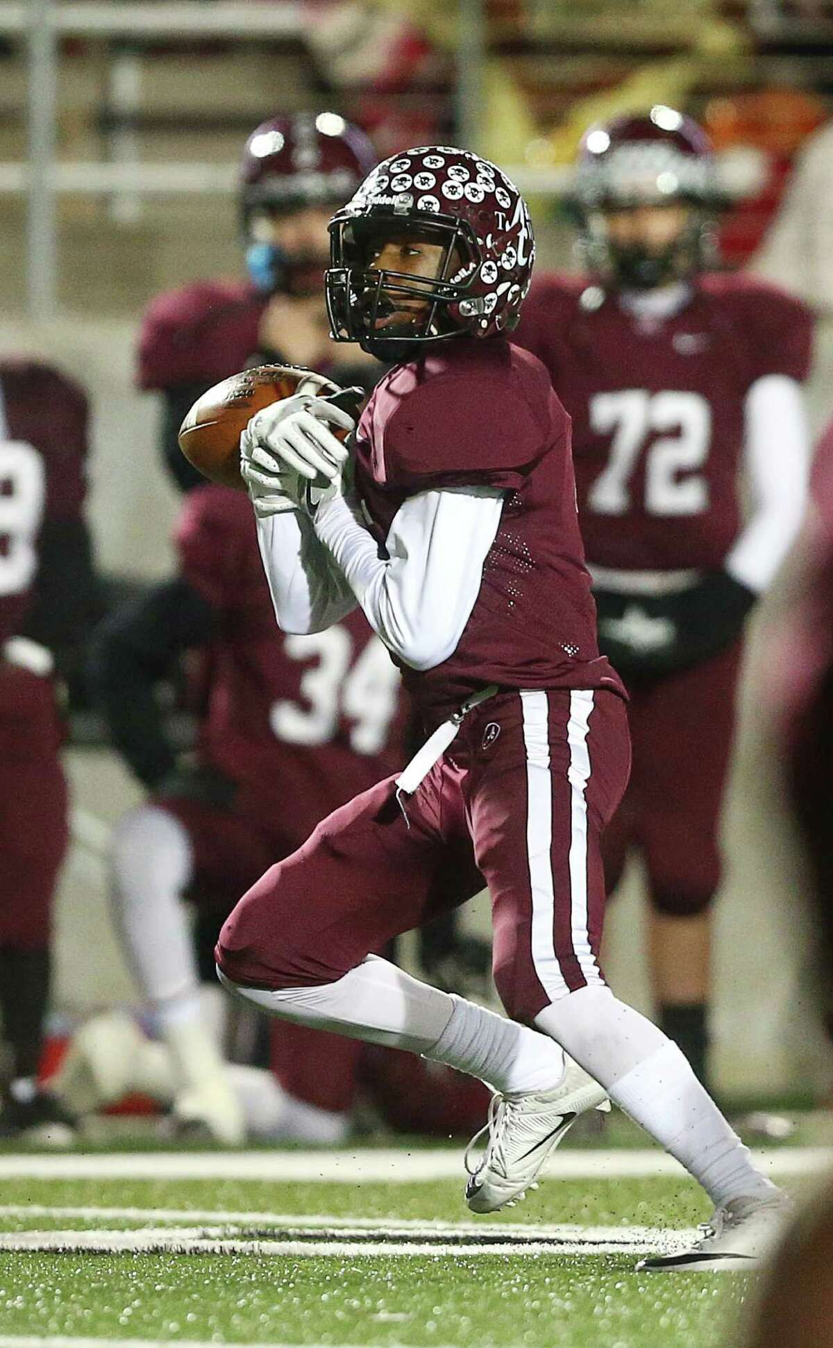 Arp's Jacoby Hawkins (5) drops a pass on third down during the third quarter of the Class 3A, Division II state semifinals, at Texan Drive Stadium, Friday, Dec. 9, 2016, in Porter.