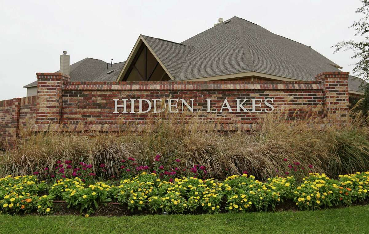 A signage of the Hidden Lakes Development communities is photographed Wednesday, Dec. 7, 2016, in League City. Empire Continental Land, a division of Toronto-based Empire Communities, has acquired a parcel of land for its sixth Texas community, which is close to the Hidden Lakes communities. ( Yi-Chin Lee / Houston Chronicle )