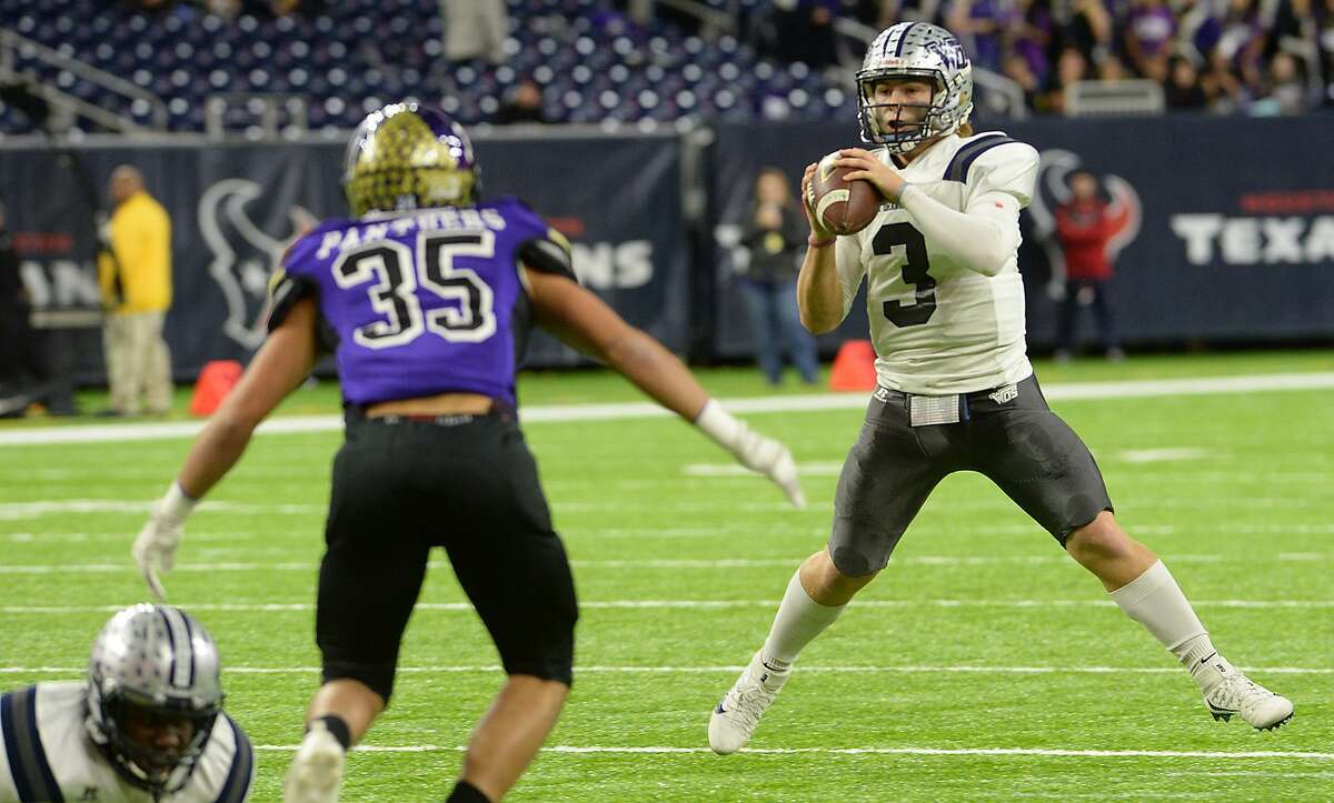 West Orange - Stark's Jack Dallas looks for an open receiver against Navarro during Friday's Class 4A-II state semifinal match-up at NRG Stadium in Houston. Photo taken Friday, December 9, 2016 Kim Brent/The Enterprise