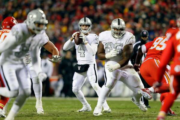 KANSAS CITY, MO - DECEMBER 08:  Quarterback Derek Carr #4 of the Oakland Raiders passes during the game against the Kansas City Chiefs at Arrowhead Stadium on December 8, 2016 in Kansas City, Missouri.  (Photo by Jamie Squire/Getty Images)