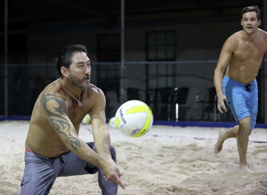 Teammates Johnny Tipton, left, and David Pearce play volleyball with their friends at Wakefield Crowbar Thursday, Dec. 1, 2016, in Houston. Wakefield Crowbar is a bar with three regulation-sized volleyball courts located in Garden Oaks. ( Yi-Chin Lee / Houston Chronicle ) Photo: Yi-Chin Lee, Staff / © 2016  Houston Chronicle