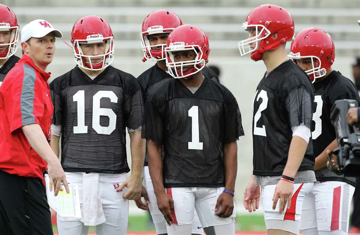 As the UH offensive coordinator, Major Applewhite had the full attention of the quarterbacks. With his promotion to head coach, all of the Cougars will be at his beck and call.