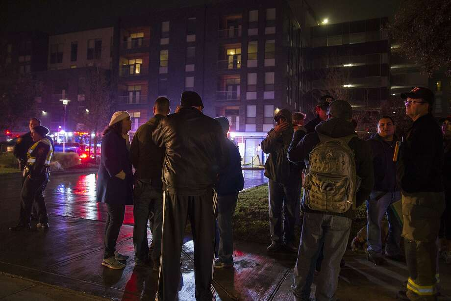 Evacuated residents wait for information about the fire at Agave Apartments on St. Mary's street, Saturday, Dec. 10, 2016. Photo: Alma E. Hernandez, For The San Antonio Express News / Alma E. Hernandez / For The San Antonio Express News