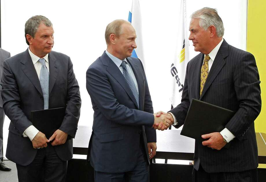Russian President Vladimir Putin, left, and Exxon Mobil CEO Rex Tillerson have known each other for over 20 years through oil and gas dealings. Photo: Mikhail Klimentyev, POOL / RIA Novosti Kremlin