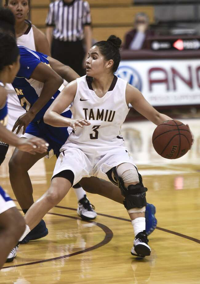 TAMIU point guard Joanna Perez had a career-high 22 points and five assists in the Dustdevils' 85-55 loss to Texas A&M-Kingsville Saturday night. Photo: Danny Zaragoza /Laredo Morning Times