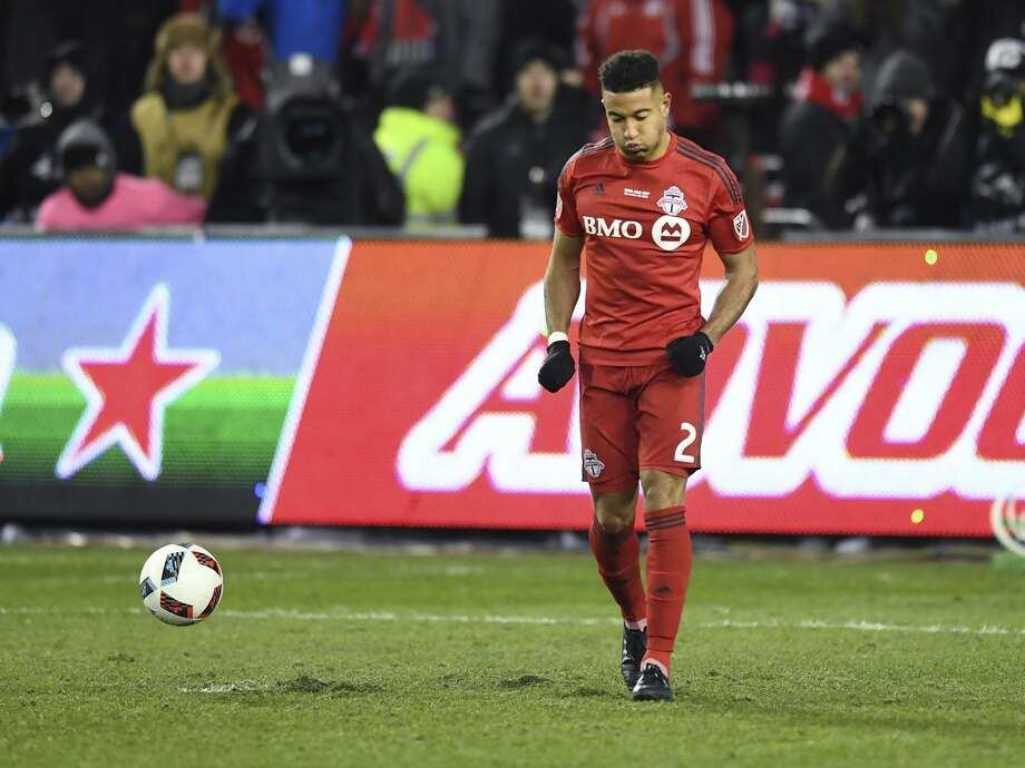 Toronto FC's Justin Morrow reacts after missing his shot during penalty kicks in the MLS Cup soccer final in Toronto, Saturday, Dec. 10, 2016. Photo: Frank Gunn/AP