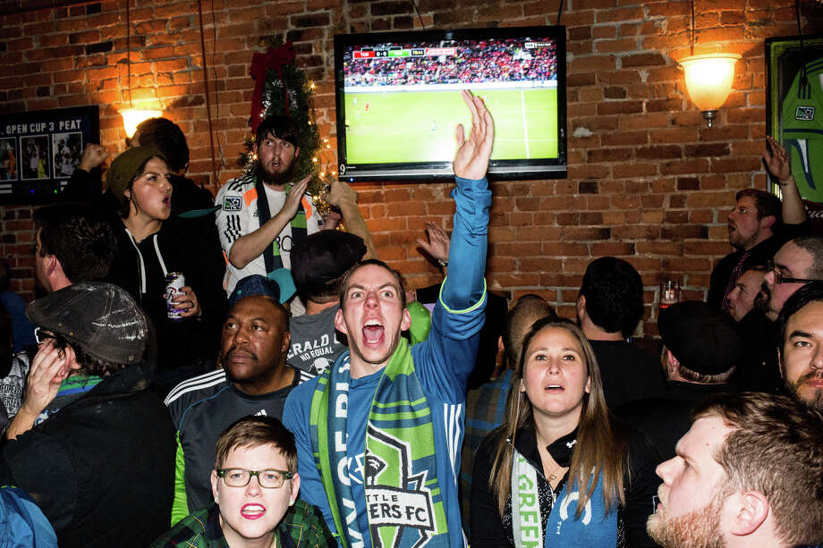 Fans watch the Seattle Sounders take on Toronto FC at Fuel Sports in Pioneer Square. Photo: GRANT HINDSLEY, SEATTLEPI.COM / SEATTLEPI.COM