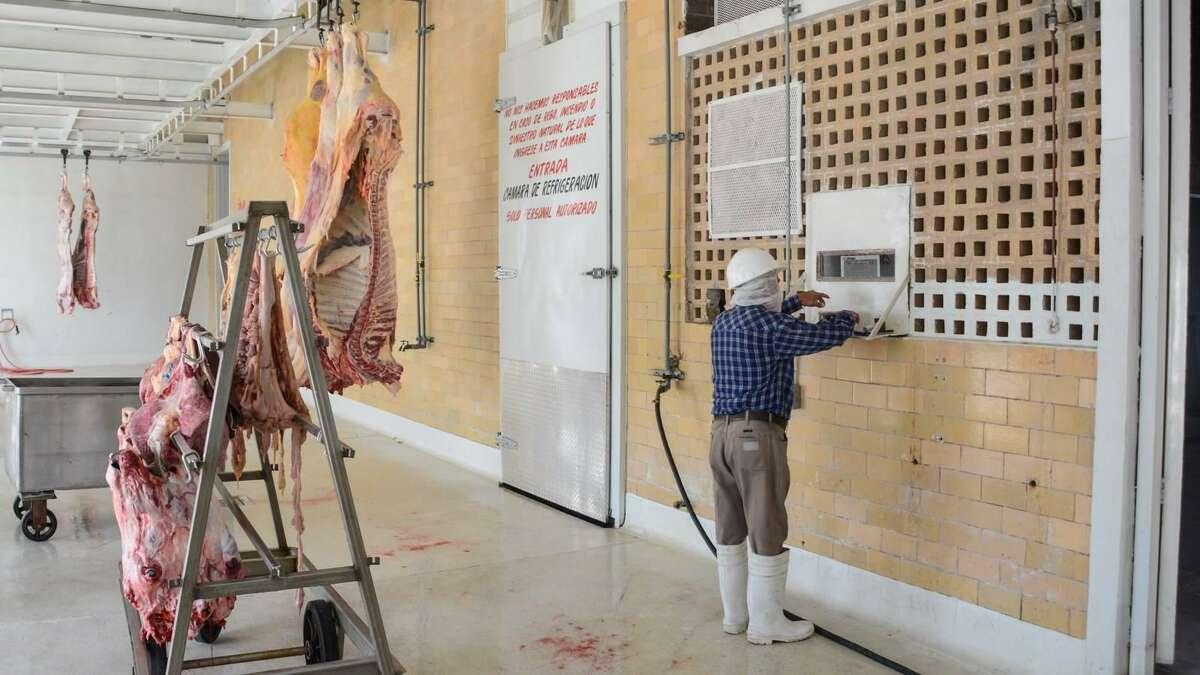 Durante el mes de octubre se generó el sacrificio de 120 bovinos, 60 cabritos, 41 ovicaprinos y 31 porcinos, aumentando un 25%.