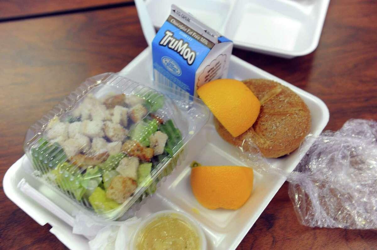 Regular healthy meals help to prevent childhood obesity.