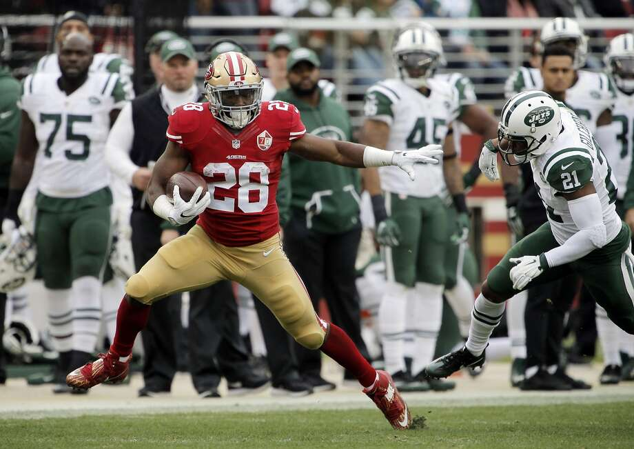 Carlos Hyde (28) runs for 43 yards in the first half as the San Francisco 49ers played the New York Jets at Levi's Stadium in Santa Clara, Calif., on Sunday, December 11, 2016. Photo: Carlos Avila Gonzalez, The Chronicle