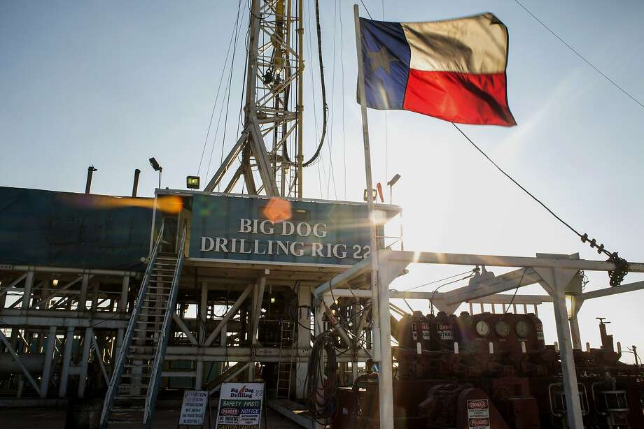 The Texas flag flies at Endeavor Energy Resources's Big Dog Drilling Rig 22 in the Permian basin outside of Midland, Texas, on Dec. 12, 2014. MUST CREDIT: Bloomberg photo by Brittany Sowacke. Photo: Brittany Sowacke, Bloomberg