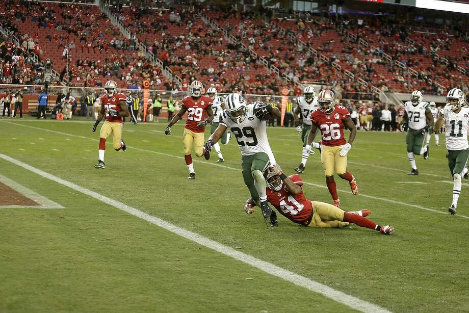 Jets running back Bilal Powell scores the winning touchdown in the 49ers' 23-17 overtime loss Sunday. Photo: Ben Margot, Associated Press