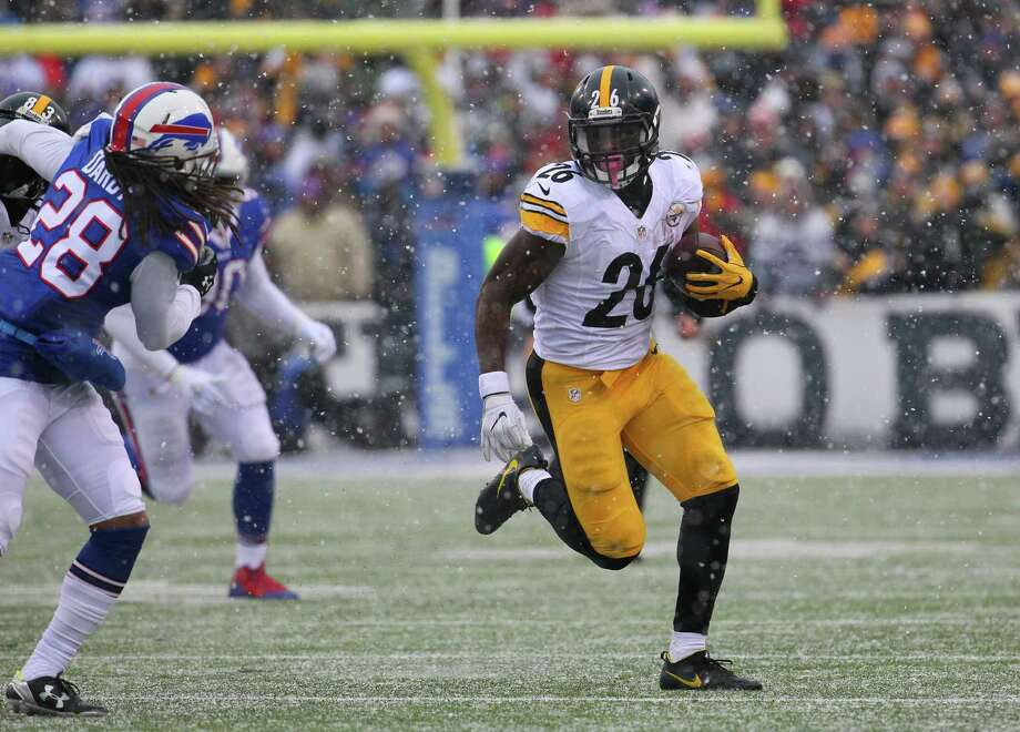 Steelers running back Le'Veon Bell had a career day Sunday, rushing for a franchise-record 236 yards in Pittsburgh's victory over Buffalo. Photo: Bill Wippert, FRE / FR170745 AP