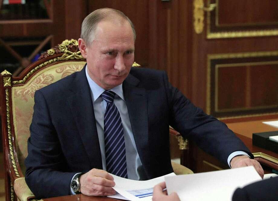 Russian President Vladimir Putin meets with Tver region governor Igor Rudenya in the Kremlin in Moscow, Russia, Monday, Dec. 12, 2016. Photo: Mikhail Klimentyev / Associated Press / POOL SPUTNIK KREMLIN