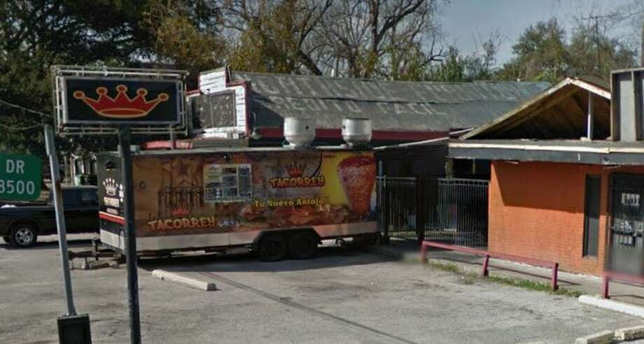 Demerits: 63Inspection Highlights: Food establishment owner resumed operation before condition(s) responsible for ceasing operations no longer exist. Citation issues. Establishment not in compliance with Article II, Food Ordinance. (No valid medallion, no commissary receipts.) Week of Dec. 6-12, 2016 Photo: Google Maps