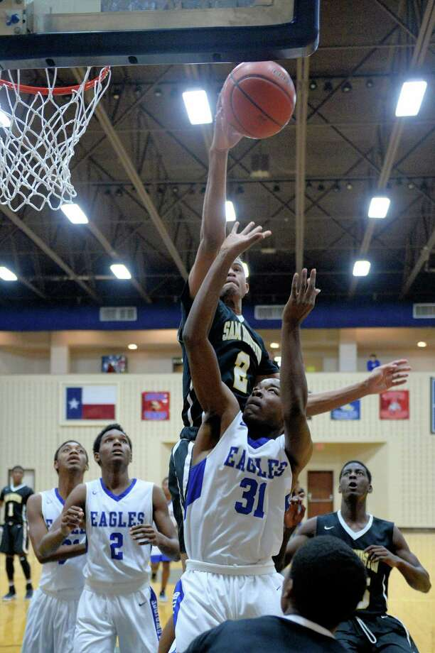 Jacob Wiley (2) of Sam Houston blocks a shot made by Jack Coachman (31) of Willowridge during the second half of a pool game between the Willowridge Eagles and the Sam Houston Tigers at the Ft. Bend ISD Tournament on Thursday Dec. 8, 2016, Wheeler Fieldhouse, Sugar Land. Photo: Craig Moseley, Staff / ©2016 Houston Chronicle