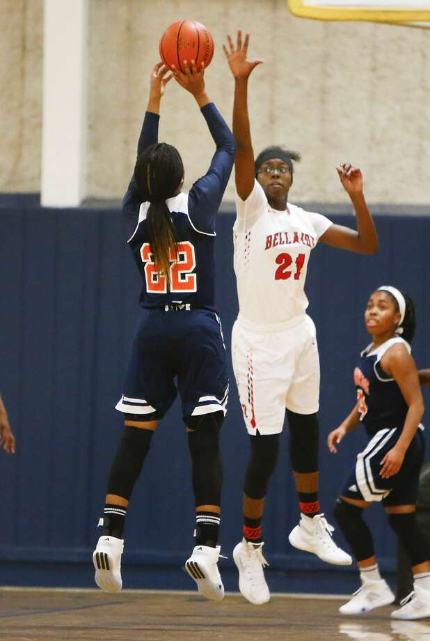 Tamera Gulley goes for two as Mya Hollingshed of Bellaire defends in the Girls Texas Jamboree Basketball Tournament held at Westbury Christian School on November 28, 2015. Hollingshed signed with the University of Colorado last month. Photo: Diana L. Porter, Freelance / © Diana L. Porter