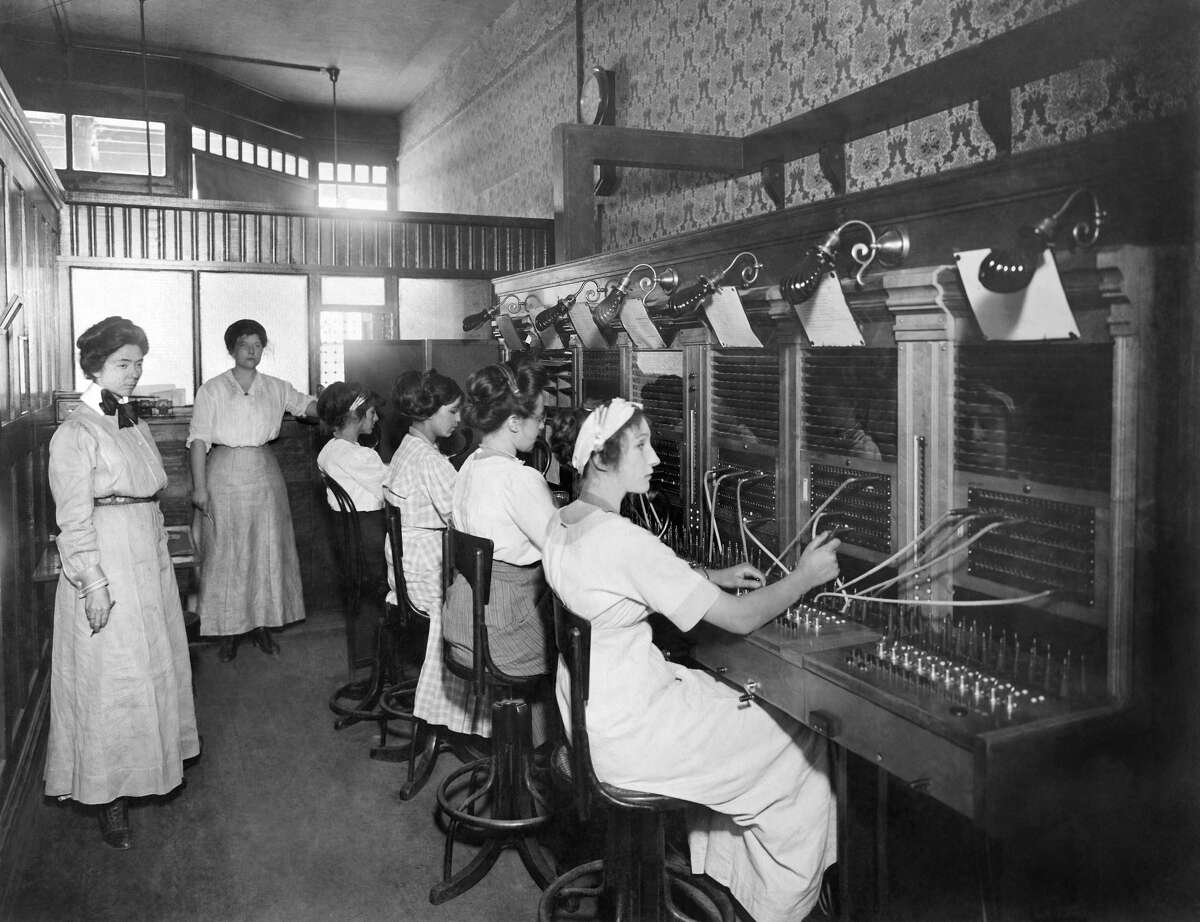Switchboard operators, Willows, California, October 10, 1911. (Photo by Underwood Archives/Getty Images)