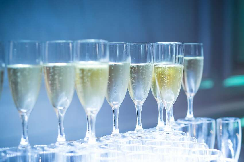 Kent Champagne Stroll - Nov. 23-24 The town of Kent offers more than 25 shops serving champagnes and sparkling wines who will also offer different promotions and sales.Find out more.