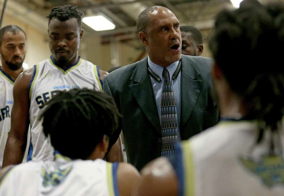 Former Spurs point guard Johnny Moore, now head coach of the Universal City Seraphim, talks with players during a timeout in first half action against the Texas Sky Riders on Dec. 3, 2016 at Northeast Lake View College. Photo: Edward A. Ornelas /San Antonio Express-News / © 2016 San Antonio Express-News