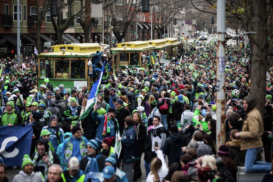 Sounders fans march from Westlake Park to Seattle Center. Photo: GRANT HINDSLEY, SEATTLEPI.COM / SEATTLEPI.COM