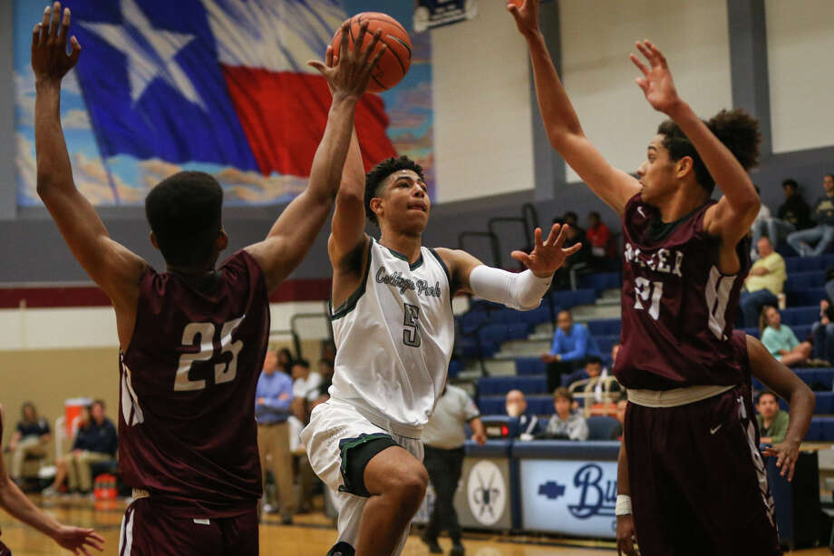 College Park's Quentin Grimes (5) shoots as Waller's Jonathan Dorsett-Morris (21) and Zach Kelsey (25) defend during the varsity boys basketball game on Tuesday, Dec. 13, 2016, at College Park High School. (Michael Minasi / Chronicle) Photo: Michael Minasi, Staff / © 2016 Houston Chronicle