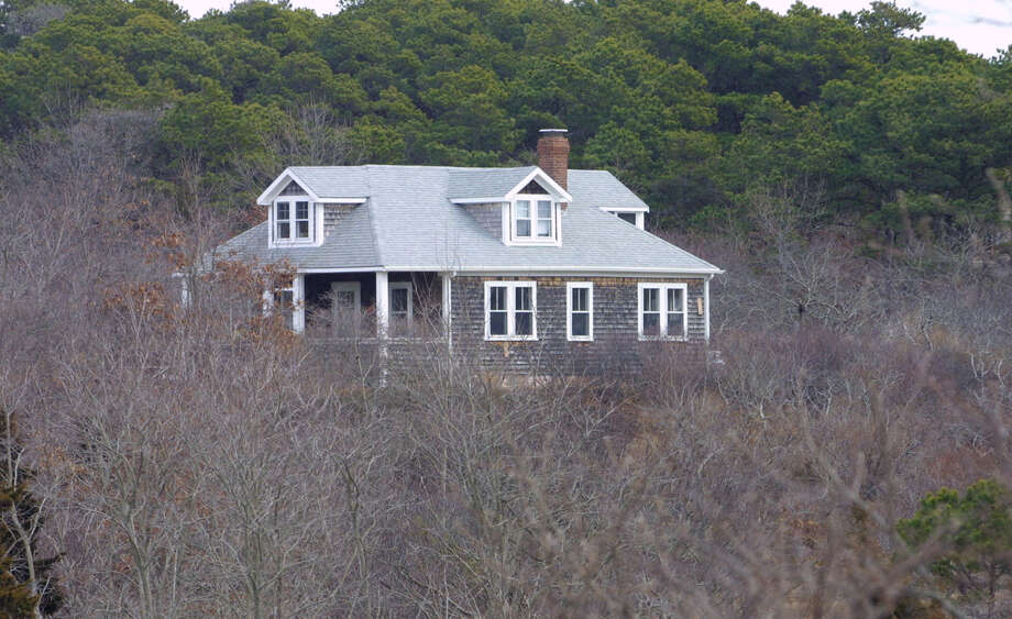 Second homes  at places  like Cape Cod, Mass., can be  valued  for their years of family memories. Photo: JULIA CUMES, STR / AP