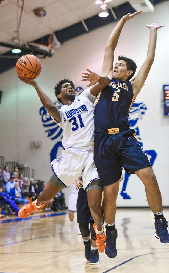 D'Andre Griffin and St. Augustine host defending state champion Westbury Christian at 1:30 p.m. Saturday to open the postseason. Griffin scored a team-high 19 points last year as the Knights fell 72-58 in the regional finals against the Wildcats. Photo: Danny Zaragoza /Laredo Morning Times File / Laredo Morning Times