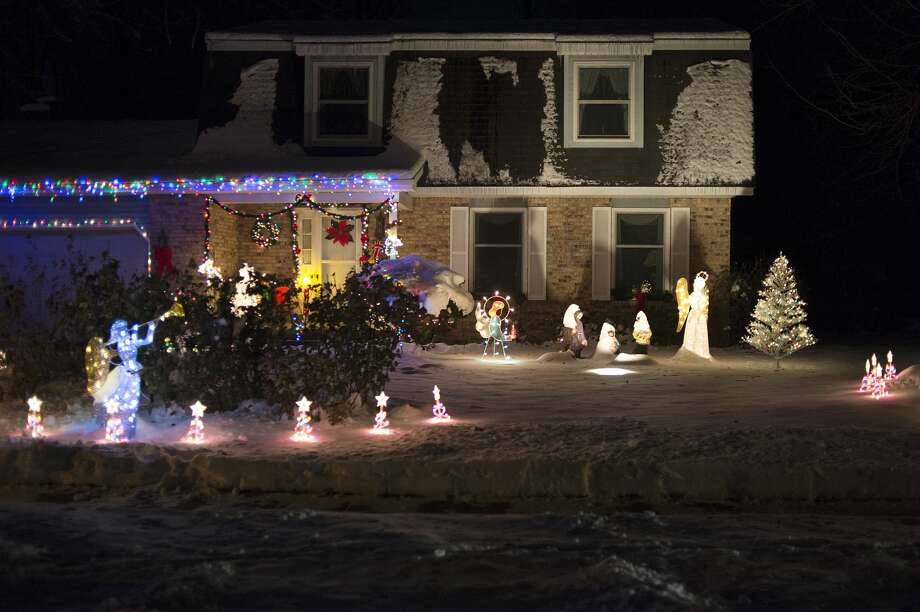 Christmas lights decorate a home on Sylvan in Midland. Photo: Brittney Lohmiller/Midland Daily News/Brittney Lohmiller