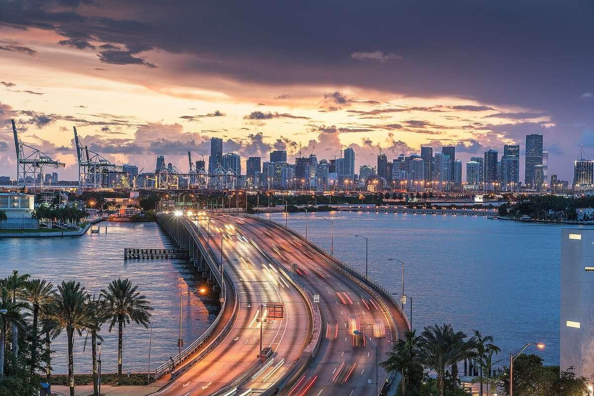 20. Miami, Florida 2017 average commute time:29.9 minutes 2016 average commute time:29.6minutes