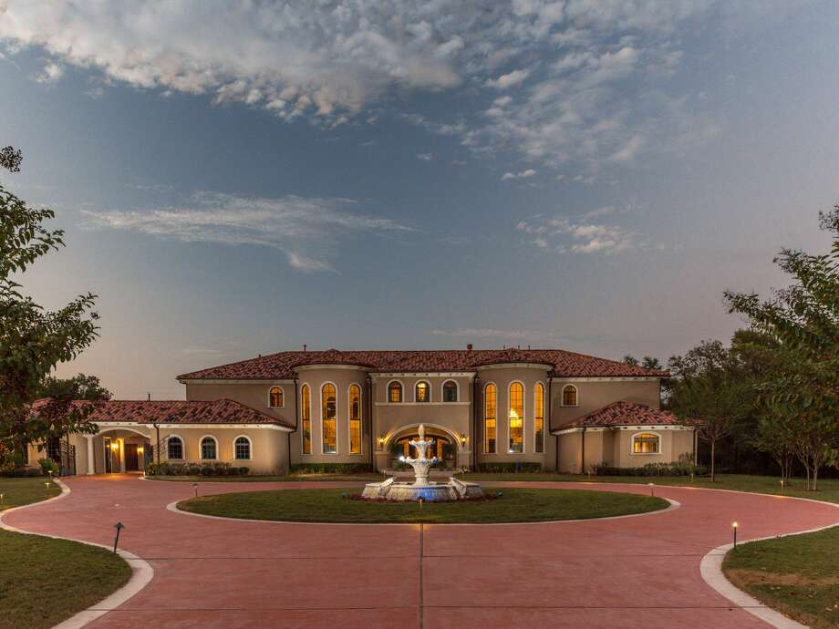 Ex-NBA star Sam Cassell's mansion in Fresno comes with two master bedrooms, a resort-style pool, spa, gourmet kitchen and other features. Click through the slideshow to see more photos of the home. Photo: Patrick Bertolino, Cathy Stubbs, Realtor