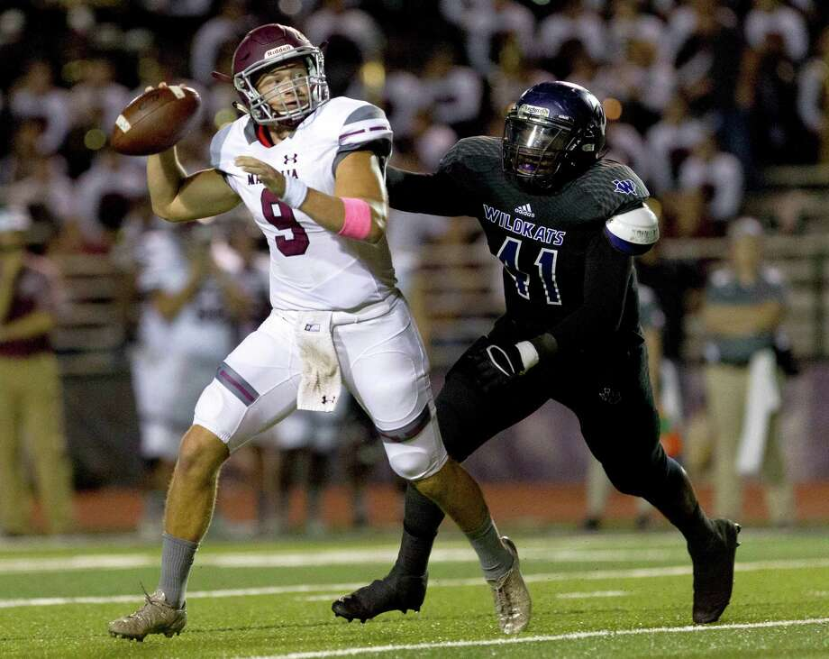 Magnolia quarterback Jacob Frazier (9) is pressured by Willis defensive linemen Bralyn Richardson (41) during the first quarter of a District 20-5A high school football game at Berton A. Yates Stadium Friday, Oct. 28, 2016, in Willis. Photo: Jason Fochtman, Staff Photographer / Houston Chronicle