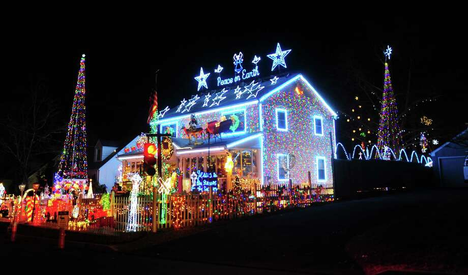 the 17th annual wonderland at roseville christmas lights display at 226 roseville terrace in