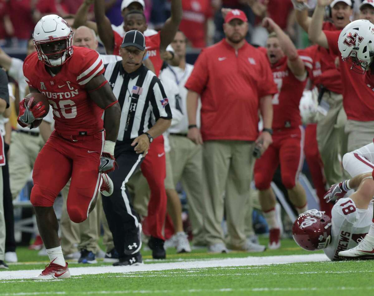 Houston Cougars cornerback Brandon Wilson (26) returns a missed field goal by Oklahoma Sooners to score a touchdown in the third quarter. University of Houston and Oklahoma University football teams play in the Advocare Texas Kickoff on Saturday, Sept. 3, 2016, at NRG Stadium in Houston. ( Elizabeth Conley / Houston Chronicle )