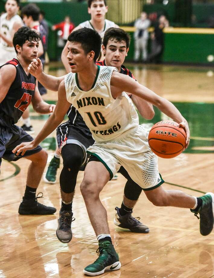 Nixon stretched its district win streak to 30 games with a 69-52 win over Pioneer Tuesday night. Photo: Danny Zaragoza /Laredo Morning Times / Laredo Morning Times