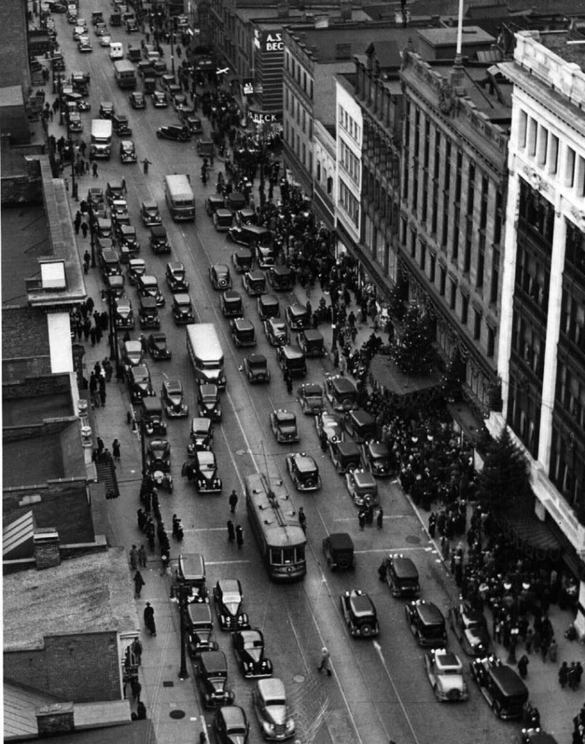 Downtown Albany during Christmas rush in 1935.