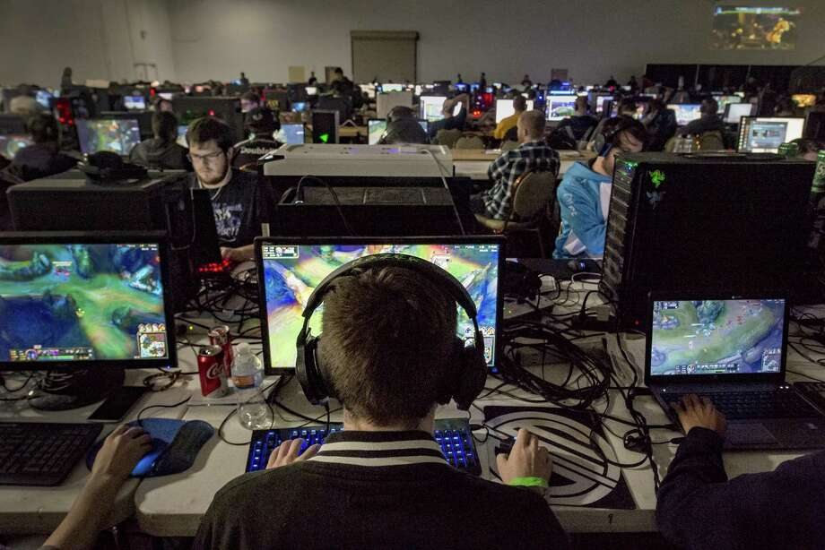 Mat Smith competes on December 4, 2016, during the KC Game On event at the KCI Expo Center in Kansas City, Mo. Smith is captain of Team KC, an amateur competitive video gaming group. The team is learning how to exercise for their sport with performance coach Jake Middleton. Photo: Sb, MBR / Allison Long / Kansas City Star / Kansas City Star