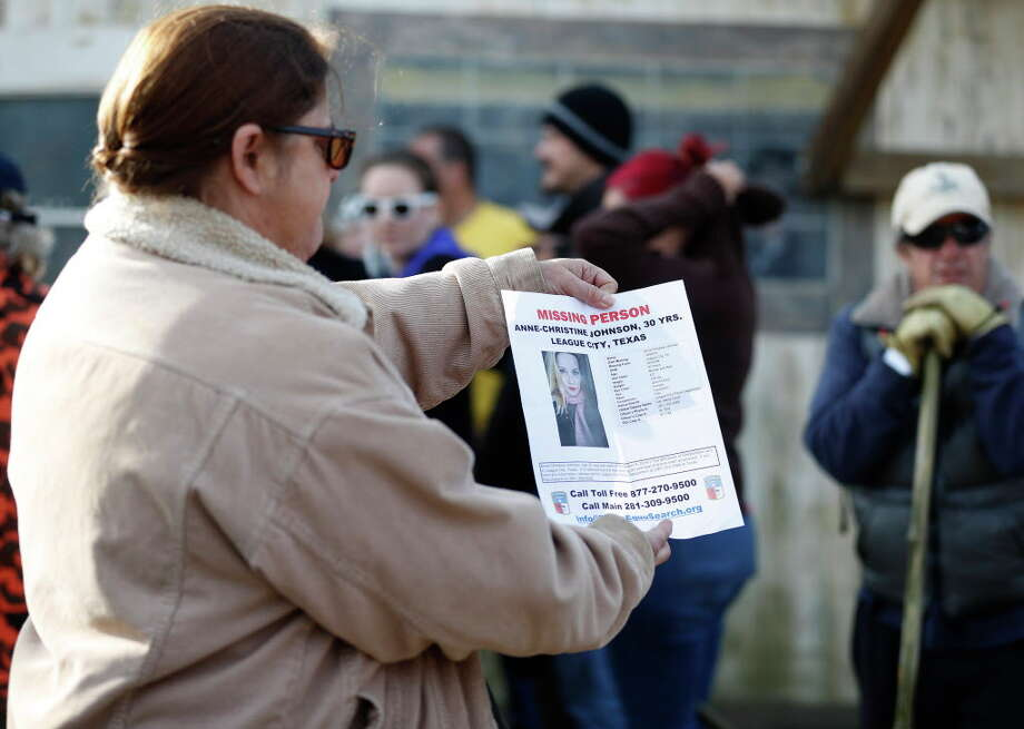 An Equusearch member holds up a missing persons poster as they started looking for Anne-Christine Johnson, a missing 30-year-old woman, Thursday,Dec. 15, 2016 in League City. Photo: Karen Warren, Houston Chronicle / 2016 Houston Chronicle