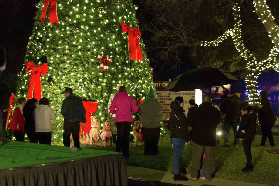 a crowd of 4000 turned out for windcrests 58th christmas light up on dec 10 - Windcrest Christmas Lights