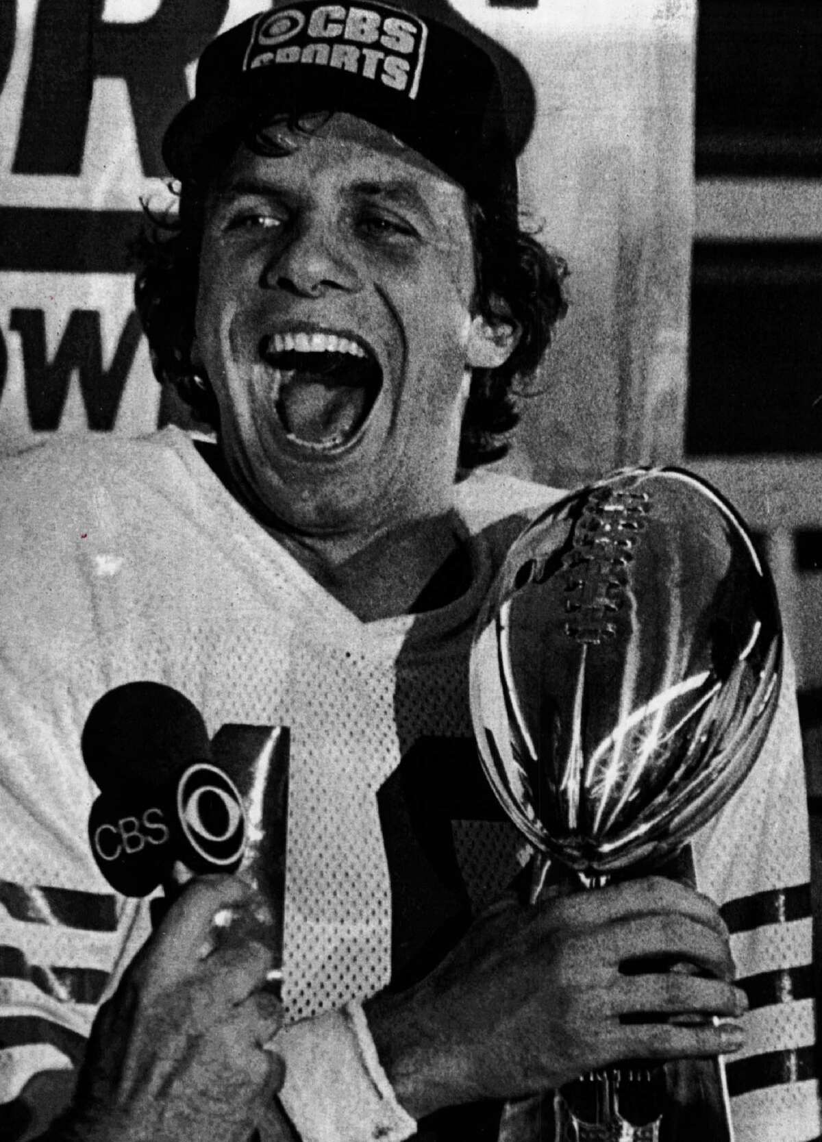 USA - CIRCA 1980s: Joe Montana of the San Francisco 49ers holds the Superbowl trophy circa 1980s. (Photo by Sporting News via Getty Images)